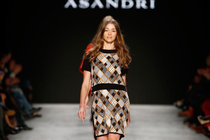 Швейцарский бренд одежды ASANDRI представил новую коллекцию 2014 на Неделе моды в Цюрихе 16 ноября 2013 года. Фото: Andreas Rentz/Getty Images