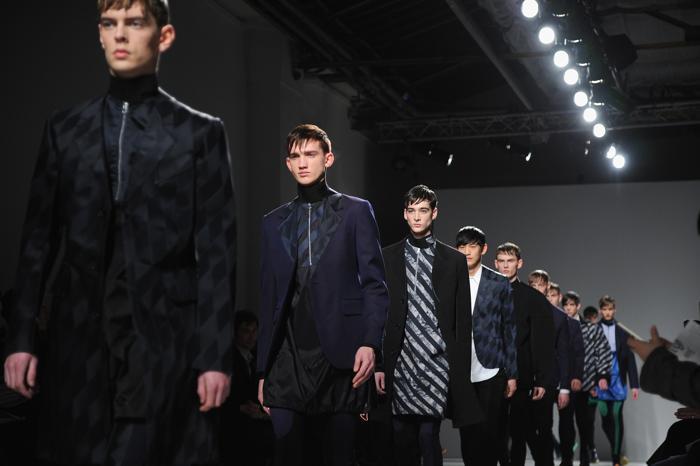Джон Гальяно продемонстрировал на парижской Неделе моды новую мужскую коллекцию John Galliano2014-2015. Фото: Pascal Le Segretain/Getty Images