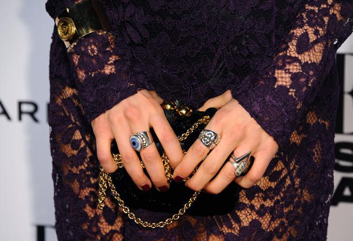 Дизайнер  Мари Чартериз продемонстрировала модные аксессуары на церемонии вручения премии Elle 2014 в Лондоне. Фото: Anthony Harvey/Getty Images