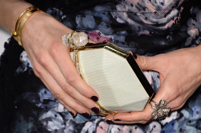 Джорджина Чапман продемонстрировала модные аксессуары на церемонии вручения премии Elle 2014 в Лондоне. Фото: Ian Gavan/Getty Images