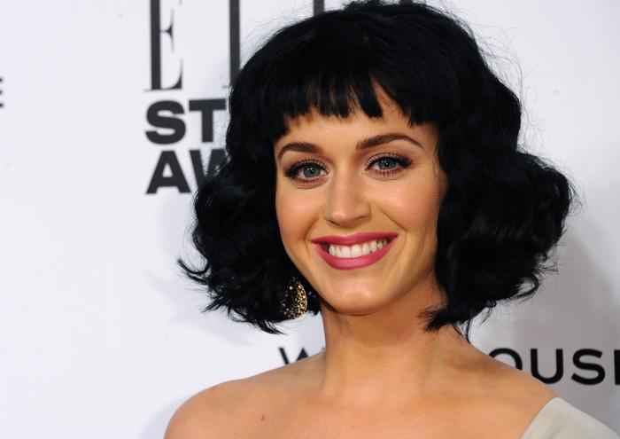 Кэти Перри продемонстрировала модную причёску 18 февраля 2014 года на церемонии вручения премии Elle в Лондоне. Фото: Anthony Harvey/Getty Images