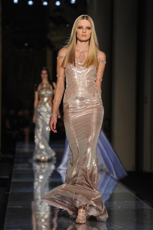 Креативный директор модного дома Versace Донателла Версаче представила женскую коллекцию одежды лето-осень 2014 в первый день Недели высокой моды в Париже 19 января. Фото: Pascal Le Segretain/Getty Images