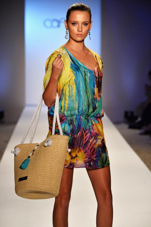 Новинки в третий день Недели пляжной моды от Mercedes-Benz в Майями 21 июля 2013 года. Фото: Frazer Harrison/Getty Images for Mercedes-Benz