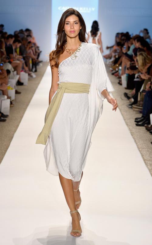 Летние наряды представили на Неделе пляжной моды от Mercedes-Benz сезона 2013-2014 в Майями с 18 по 22 июля 2013 года. Фото: Harrison/Getty Images for Mercedes-Benz Fashion Week Swim 2014