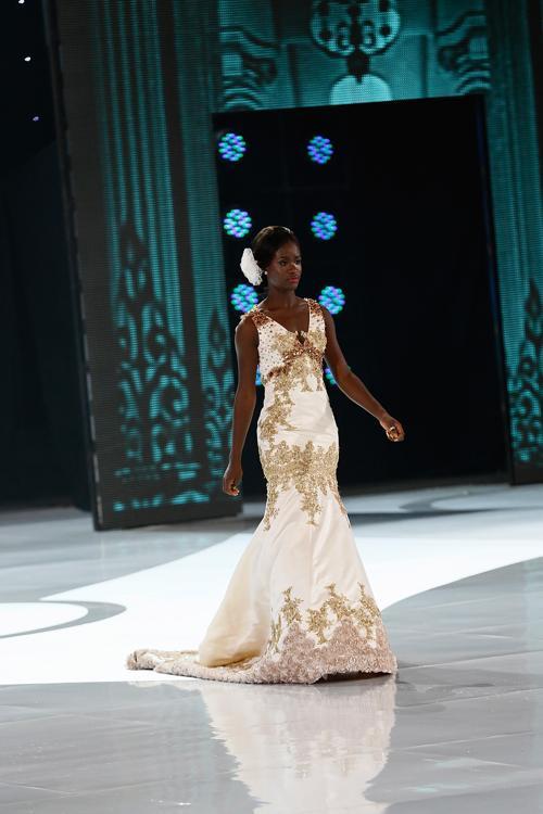 Представительница Кении по подиуму в рамках международного конкурса красоты Мисс мира 2013 на индонезийском острове Бали 24 сентября 2013 года. Фото: Putu Sayoga/Getty Images