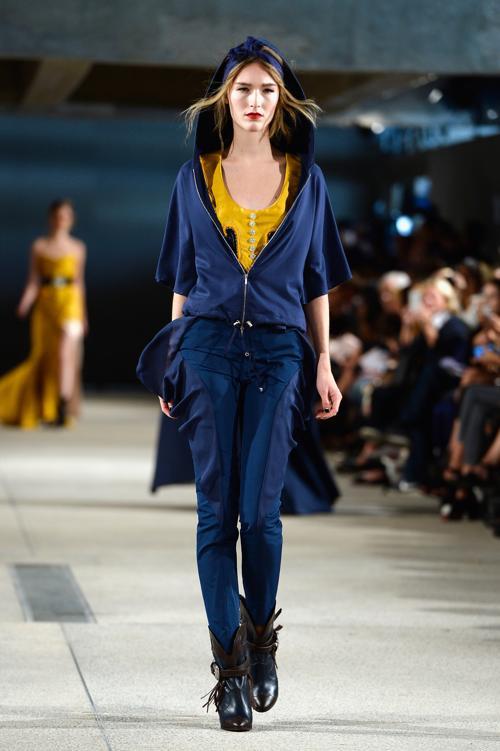 Модный французский дизайнер Алексис Мабий (Alexis Mabille) представил новую женскую коллекцию весенне-летнего сезона 2014 во второй день Недели моды в Париже. Фото: Pascal Le Segretain/Getty Images