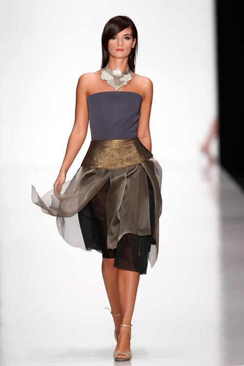 Один из ведущих российских дизайнеров Юлия Далакян представила свою коллекцию весна-лето 2014 в ЦВЗ «Манеж» 28 октября 2013 года, на четвёртый день российской Недели моды. Фото: Andreas Rentz/Getty Images for Mercedes-Benz Fashion Week Russia