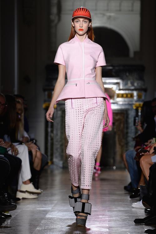 Бренд John Galliano представил 29 сентября 2013 года новую женскую коллекцию одежды весна-лето 2014 на Неделе моды в Париже. Фото: Pascal Le Segretain/Getty Images