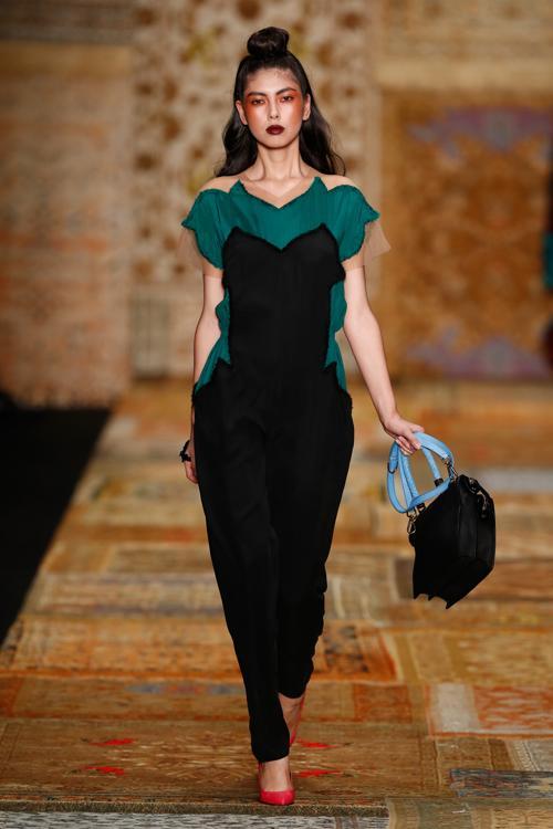 Алёна Ахмадуллина представила 30 октября 2013 года новую коллекцию 2014 года сезона весна-лето на российской Неделе моды в столице. Andreas Rentz/Getty Images for Mercedes-Benz Fashion Week Russia