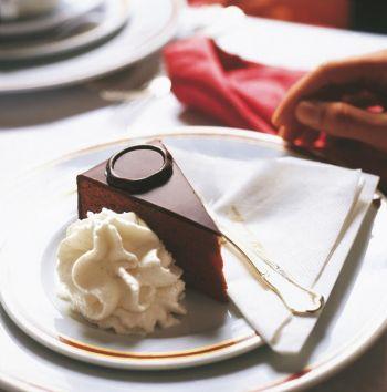 Шоколадный торт «Захер» из гостиницы «Захер», Вена. Фото: Wien Tourismus /Robert Osmark