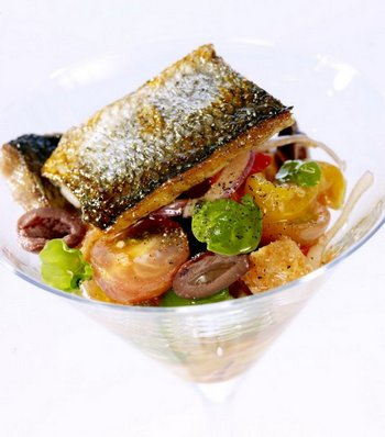 Рыба, запеченная с овощами. Фото с сайта povarenok.ru