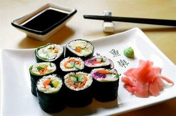«Сырые» вегетарианские суши с водорослями нори. Фото с liveinternet.ru