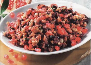 Ореховый салат с оливками в гранатовом сиропе. Фото: Tandem Verlag GmbH