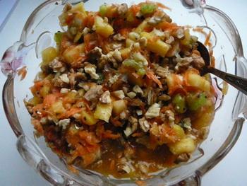 Салат с ананасом, морковью и киви. Фото: Лариса Чугунова. Великая Эпоха.