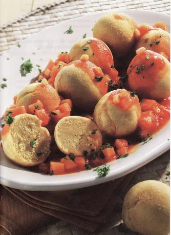 Печеные турецкие гороховые шарики в овощном соусе. Фото: Tandem Verlag GmbH