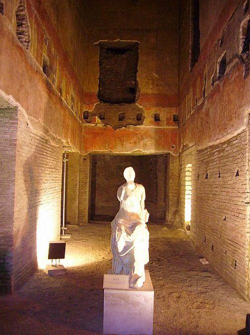 Один из залов  в открытой для публики части Золотого дворца. Фото с сайта wikimedia.org