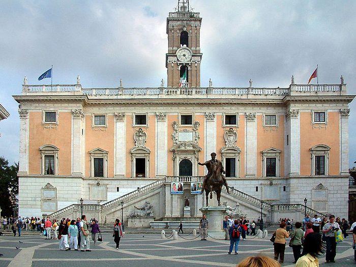 Дворец сенаторов в Риме. Фото с сайта wikimedia.org