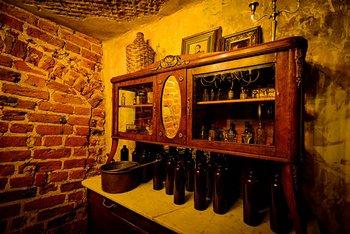 Погреб на фабрике, где еще сохранились первые образцы Рижского чёрного бальзама. Фото с сайта yandex.ru