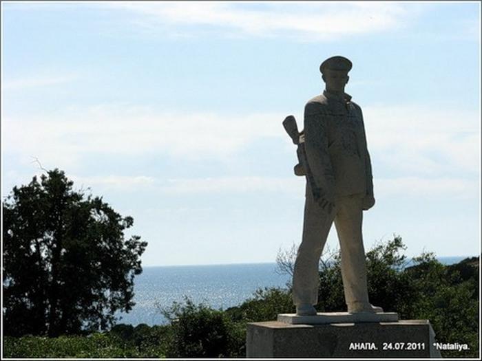 Памятник Д.С.Калинину в Анапе. Фото с сайта www.uznai-pravdu.ru