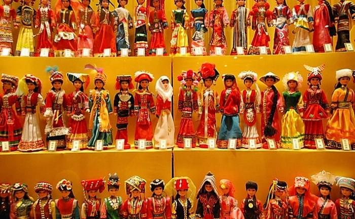 Во время правления императора Канси династии Цин военачальник Ван Фучэнь и его солдаты устроили бунт и грабежи. Они даже захватывали в плен женщин и продавали их за четыре серебряные монеты. Фото: Torres21 / Flickr