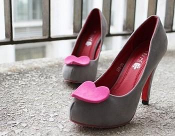 Как научиться ходить на каблуках. Фото с сайта helpster.ru