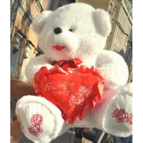 Белоснежный мишка с сердцем – отличный сувенир-подарок победителям какого-либо свадебного конкурса. Фото с сайта buket.ru/podarki/bolshie-plyushevye-mishki