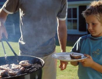 Люди предпочитают не думать о том, откуда берётся мясо. Фото: Photos.com