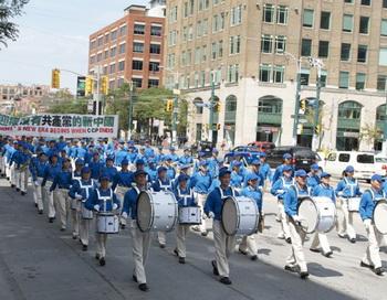 Парад в поддержку 100 миллионов китайцев, вышедших из коммунистической партии Китая, Чайнатаун, Торонто, 13 августа. Фото: Matthew Little/Великая Эпоха (The Epoch Times)
