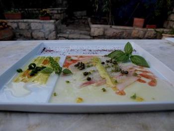 Местная экзотическая кухня ресторана . Фото: Хава ТОР/Великая Эпоха/The Epoch Times