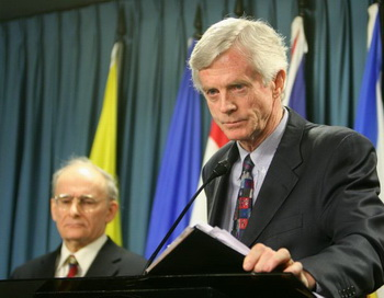 Канадцы Дэвид Килгур (справа) и Дэвид Мэйтас. Фото: Великая Эпоха (The Epoch Times)