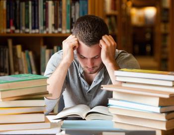 Около 5 процентов студентов колледжей испытывают трудности в понимании учебного материала. Фото: Photos.com