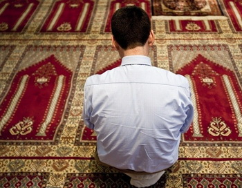 Мусульманин в мечети. Фото: blick.ch