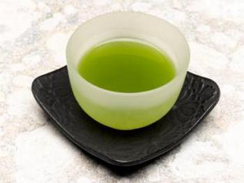 Кружка с зелёным чаем. Фото: Getty Images