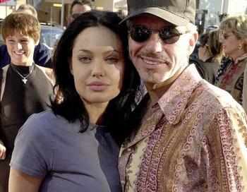 Анджелина Джоли (L) и Билли Боб Торнтон (R) в Лос-Анджелесе, Калифорния, 5 июня 2000 г. Фото: LUCY NICHOLS/Getty Images