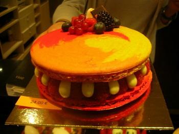 Декоративный торт, выставленный в кондитерской Меца, Париж. Фото с сайта theepochtimes.com