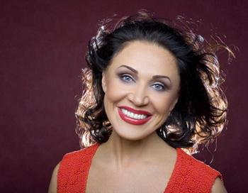 Надежда Бабкина получила титул государыни Масленицы. Фото с сайта zvezdi.ru