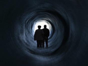 В последние годы появились свидетельства того, что люди, умершие одновременно (например, в дорожной аварии) или находящиеся в предсмертном состоянии, общаются друг с другом в те моменты. Фото с сайта epochtimes.co.il