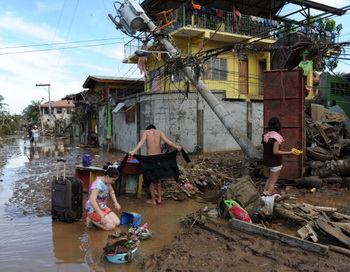 Жертвами тайфуна на Филиппинах стали 957 человек. Фото: TED ALJIBE/AFP/Getty Images