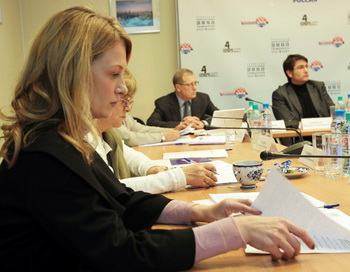 Участники заседания, посвященного проблеме доступности диагностики и лечения наиболее распространенных среди женщин онкологических заболеваний. Фото предоставлено Юлией Сорокиной
