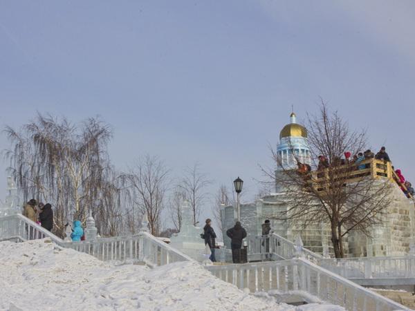 В Новосибирске сожгли чучело Масленицы. Фото: Сергей Кузьмин/Великая Эпоха (The Epoch Times)