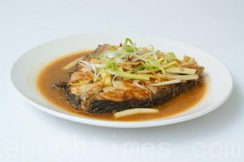 Мясо трески сладковатое, жирное и жестковатое. Лучше всего его готовить на пару или гриле. Фото: Байли Цзян/Великая Эпоха (The Epoch Times)
