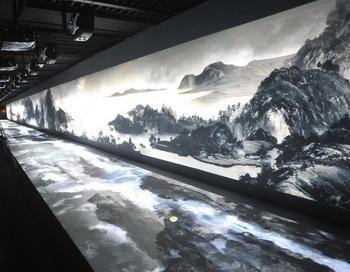 600-летняя китайская живопись под названием «Житие в горах Фучунь»  в Национальном дворце-музее Тайбэя. Сокровища вывезены из материкового Китая, до прихода к власти коммунистиов 1949 году.  Фото: Patrick Lin / AFP / Getty Images