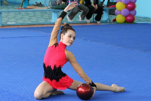Упражнение с мячом. Фото: Николай Ошкай/Великая Эпоха (The Epoch Times)