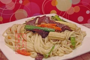 Жареная лапша с мясом. Фото с epochtimes.com