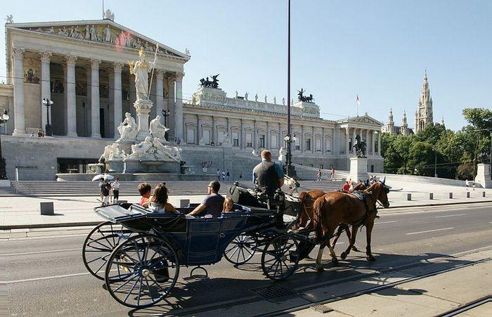Французские «фиакры». Фото: Bцhringer Friedrich/wikimedia.org