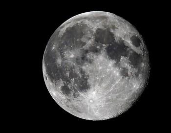 Япония решила добывать электричество на Луне. Фото: VALERY HACHE/AFP/Getty Images