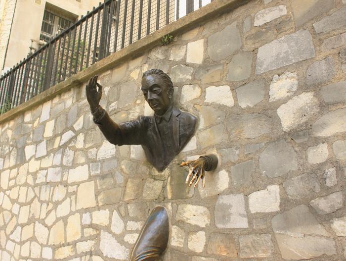 Памятник писателю Марселю Эмме. Фото: Ирина Рудская/Великая Эпоха (The Epoch Times)