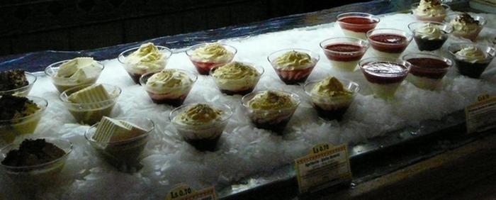 Специальное холодильное оборудование поможет эстетично и долго сохранить десерты. Фото: Лариса Чугунова/Великая Эпоха (The Epoch Times)