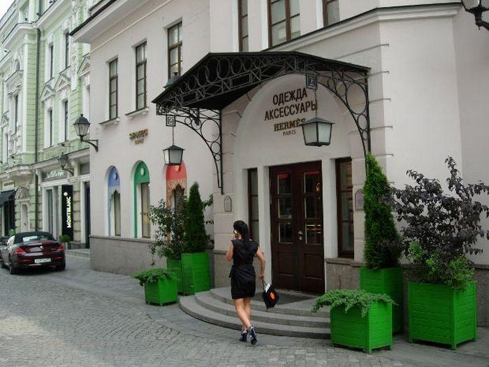 Бутики в Столешниковом переулке. Фото с сайта hotelroom.ru/photos/album_moscow