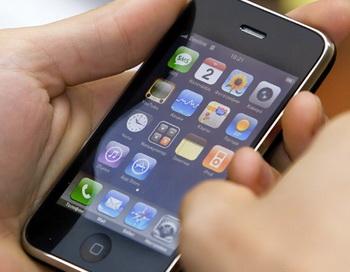 Мобильный телефон iPhone 3G. Фото  РИА Новости